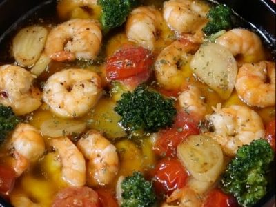 GAMBAS AL AJILLO Recipe / Spanish Garlic Shrimp | Olive's Cooking #Shorts